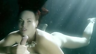 Josi Valentine - Underwater Blowjob
