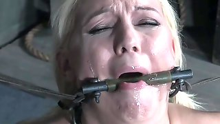 Submissive Kenzie Taylor Enjoys Hardcore Sex Games While She Moans