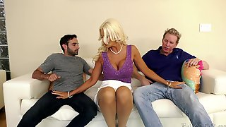 MMF Threesome Sex With Two Handsome Studs And Brittany Andrews