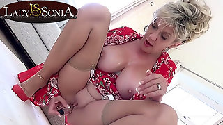 Lady Sonia Gets Off With Her New Vibrator