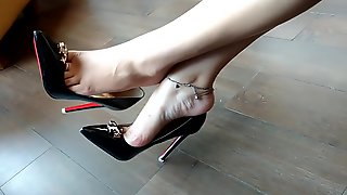 Managed To Capture Businesswoman Dangling Her Sexy Black Stiletto Shoes