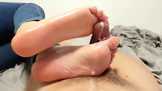 Oily Solejob / Footjob After Two Weeks Without Cumming