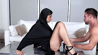 Brunette Hottie In Hijab Gets Banged By Muscular Stud
