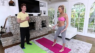 Personal Trainer Bangs Sex-appeal Sport Teen And Cums On Her Feet