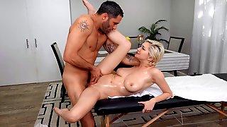 Short-haired Blondie Skye Blue Banged During A Massage