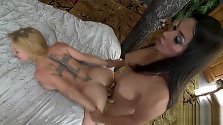 Vaniity Gets Coarse With Dee
