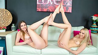 Gorgeous Babes Lily Larimar And Kamryn Jayde Fucking LIVE