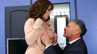 Kiara Edwards Fucks Her Boss For A Salary Raise