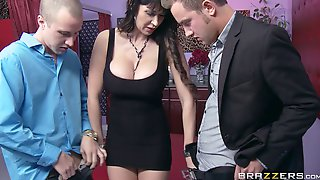 Hardcore Threesome On The Floor With Slutty Wife Eva Karera