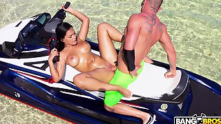 Curvy Gal Alina Belle Fucking In The Great Tropical Outdoors