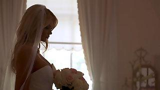 Classy Lady Riley Steele Seduces Wedding Singer
