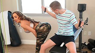 Richelle Ryan Works Up A Sweat With Sons Friend Before Working That Cock