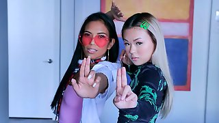 Awesome Models Lulu Chu And Jada Kai Are Fucking With A Big Dick