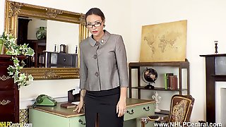 Gorgeous Secretary Natalia Forrest Fingers Pussy In Retro Nylons And Garters