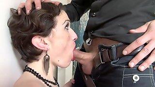Elegant Lady Vanessa Got Anal Hole Penetrated