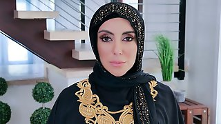 Muslim Hottie With Round Bottom Kylie Kingston Fucked By A Big Dick