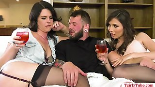 TS Korra DelRio And TBabe Kendall Penny Gets Fuck By A One Guy