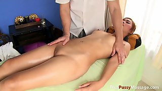 Massage Therapist Fucks A Slim Thai Girl