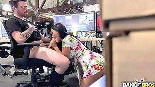 Alina Belle Blows Editor