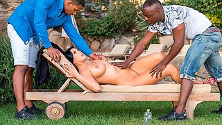 Passionate Brunette With Big Boobs Kira Queen Nailed By Two Black Guys