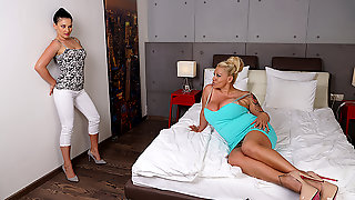 Naughty Big Breasted Housewife Doing A Hot Young Lesbian Teen - MatureNL