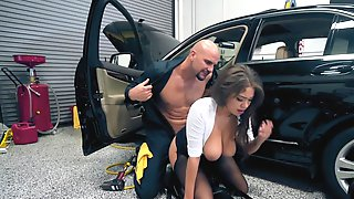 Horny Girl Is Having Genital Interaction In The Car Mechanics Shop