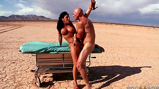 Outdoors Fucking In The Desert Ends With A Facial For Rachel Starr
