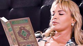 Dana DeArmond Hot Stepmom Porn Video
