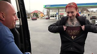 Totally Pierced And Tattooed Wierd Creature Rock The Cock In Driving Car