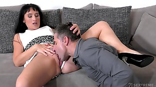 Brunette Aunt Likes The Nephew To Lick Her Before Penetrate Her