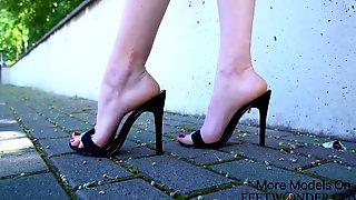 Ebony Killer High High-Heeled Slippers Taunting Movie