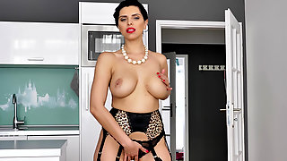 Sexy Housewife Kira Queen Is Eager To Take Her Own Pleasure