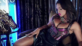 Wondrous Bosomy Lady In Sexy Lingerie Halle Hayes Loves Teasing Her Clit