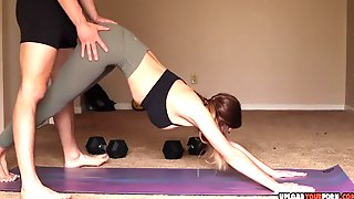 Horny And Super Fit Amateur Girlfriend Getting Fucked While Practicing Yoga
