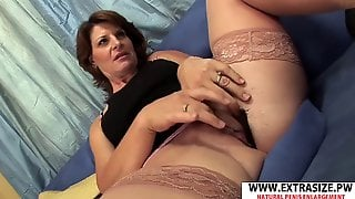 Greatest Mummy Linda Roberts Gives Handjob Hot Hot Step Son-in-law