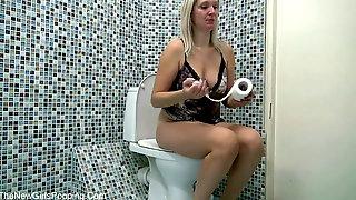 Wc, Pooping Girls, Blond Poop