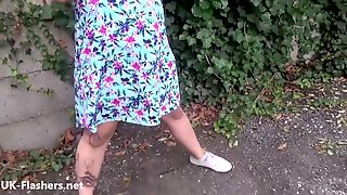 Amateur Flasher Wanda Dresses For An Exhibitionist Trip
