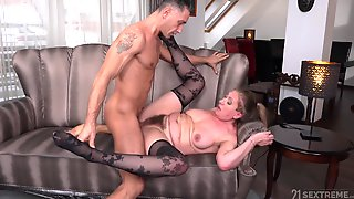 Mature Chubby Elizabeth Bee Fucked Missionary