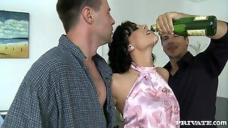 Hot Brunette Babe Aliz Gangbang Video