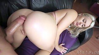 Pipe Sucking Delights From Elegant Bimbo Natalia Starr