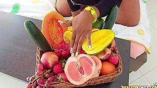 Just Peachy Logan Long, Ms London - Ebony Mom In Interracial Hardcore With Fruits - Food Fetish
