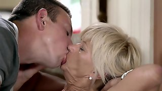 MILF Gets Off Because Of Cock Thrusting In And Out Of Wet Cunt