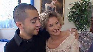 Mature Slut Showing Us What A Good Fuck Is Cuckolding Her Man