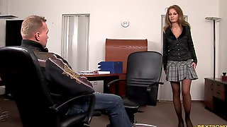 Skinny Babe Lauryn Easily Handles The Hard Anal Drilling