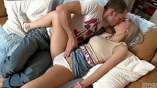 Sleepy Stepsis Gets The Dick In The Morning While Moaning And Posing Hot