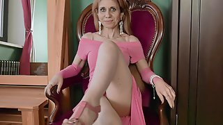 Slim GILF Has A Beautiful Body And That Woman Loves Masturbating A Lot
