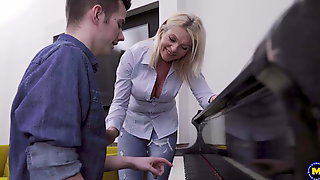 Krista E. (48) - Helping Out His MILF Neighbor Is Something