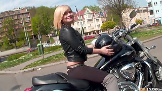 Blonde Beauty Pumps Merciless Inches On Cam