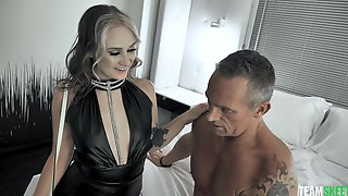 Fabulously Sexy Dame Gwen Vicious Gives As Good As She Gets