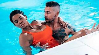 Chloe Lamour And Capri Lmonde Are Getting Pleasure On The Poolside